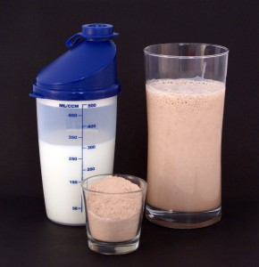 http://www.gymbeginner.hk/wp-content/uploads/2014/05/Protein_shake-290x300.jpg