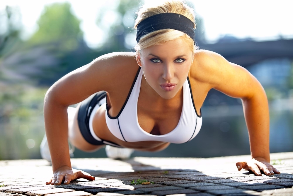 girl-doing-pressups
