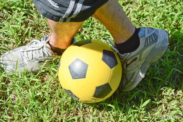 為了加強準繩度,請用腳面射球。