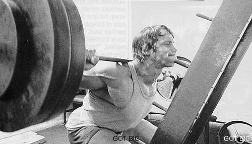 Arnold-Schwarzenegger-Squat