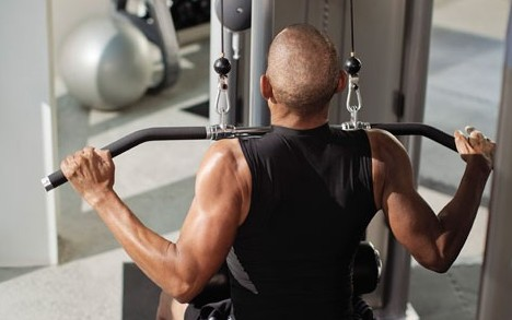 in-club_male-on-experience-strength-s-line-lat-pulldown